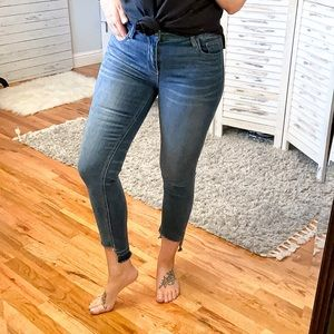 CARLY JEAN | Mid Rise Stretch Ankle Skinny Jean 7
